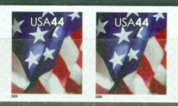 US Stamp #4394 MNH – US Flag – Coil Pair